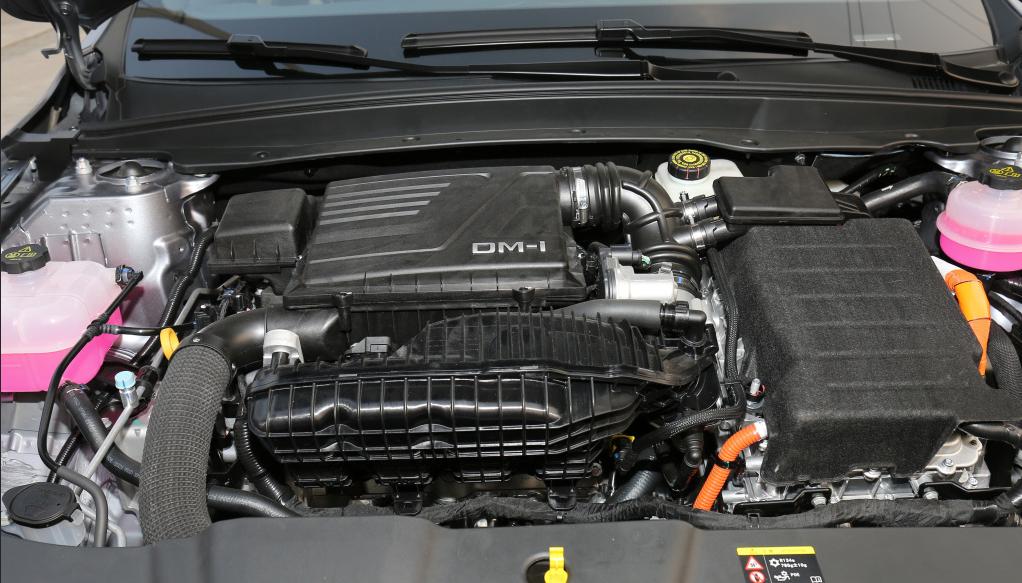 10万级好车推荐之秦PLUS DM-i,它比卡罗拉双擎更快、更省油