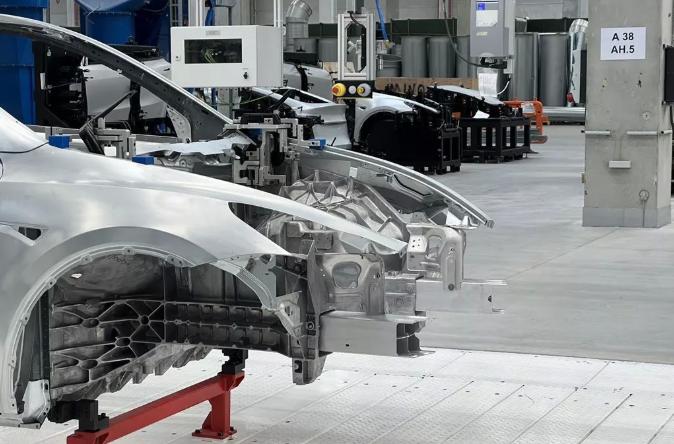 特斯拉柏林工厂落成,一体式底盘电池包就位,又要改变世界了?